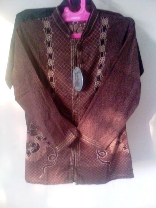 Batik sarimbit motif Naturalis berpola, KODE: SR. 21, Batik Elegan dan penuh gaya. dengan motif batik yang natural. dengan beberapa pilihan warna yang menarik biru, coklat, merah dan hijau. di desain sederhana menambah nilai artistiknya. harga Rp. 60.000/pasang, Rp. 1.100.000/kodi, dengan batik sarimbit yang mencerminkan budaya Inonesia, informasi hubungi : 085742125550 (IM3),https://kaosbatikpekalongan.wordpress.com.