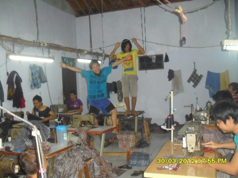 BATIK – ANEKA batik-BAJU batik – KEMEJA batik – kaos BATIK – batik SARIMBIT- TOPI batik – CELANA batik – BLOUSE batik – JAKET batik – JUAL batik – batik MURAH – GROSIR batik – PAKAIAN batik – ACCESSORIS batik – batik PEKALONGAN JUAL ANEKA macam BATIK, TOPI, KAOS, BAJU, KEMEJA, CELANA, PAKAIAN, HARGA MURAH DAN GROSIR, terima PARTAI BESAR DAN KECIL silahkan kunjungi kami di toko online kami http://www.kaosbatikpekalongan.wordpress.com Batik Aqila For Smart Fashion Kepuasan Anda berbelanja di tempat kami, adalah kebanggaan bagi kami.
