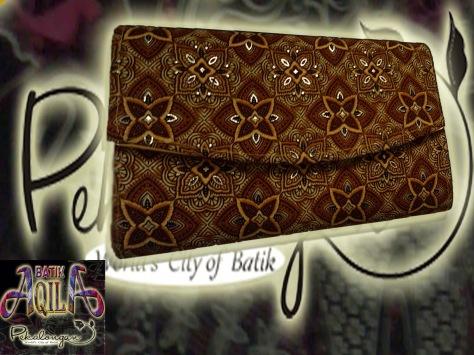 Accessoris dan Souvenir Batik, Harga Murah dan Pas di Kantong anda, SPECIAL PRICE!!!: MULAI Rp. 20.000/ pcs, http://www.kaosbatikpekalongan.wordpress.com/ http://www.batikaqila.blogspot.com/ Pemesana Hubungi : 085742125550 (indosat) 082329133113 (Telkomsel) ukuran 23x10x5 (cm)