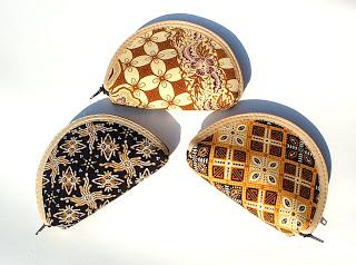Accessoris dan Souvenir Batik, Harga Murah dan Pas di Kantong anda, SPECIAL PRICE!!!: Rp. 3.000/ pcs, http://www.kaosbatikpekalongan.wordpress.com/ http://www.batikaqila.blogspot.com/ Pemesana Hubungi :  085742125550 (indosat) 082329133113 (Telkomsel) ukuran 10x7 (cm)  minimal order : 50 pcs