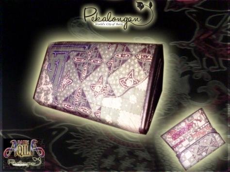 DOMPET BATIK WANITA ukuran 23x10x5 (cm) Accessoris dan Souvenir Batik, Harga Murah dan Pas di Kantong anda, DAPAT DIGUNAKAN UNTUK MENTIMPAN HANDPHONE ALAT RIAS ANDA DENGAN AMAN. dapatkan produk ini dengan SPECIAL PRICE!!!: Rp. 25.000/ pcs, http://www.batikaqila.blogspot.com/ http://www.kaosbatikpekalongan.wordpress.com/ DAPATKAN DISKON LANGSUNG DENGAN MENGHUBUNGI KAMI DI: 085742125550 (indosat) 082329133113 (Telkomsel)