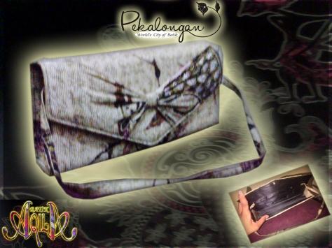HANDBAG BATIK WANITA ukuran 30x15x5 (cm) Accessoris dan Souvenir Batik, Harga Murah dan Pas di Kantong anda, DAPAT DIGUNAKAN SEBAGAI TAS SHOPPING, BERSANTAI DAN AMAN UNTUK MENYIMPAN GADGET SERTA BARANG-BARANG ANDA. SPECIAL PRICE!!!: Rp. 45.000/ pcs, http://www.batikaqila.blogspot.com/ http://www.kaosbatikpekalongan.wordpress.com/ DAPATKAN DISKON LANGSUNG DENGAN MENGHUBUNGI KAMI DI: 085742125550 (indosat) 082329133113 (Telkomsel)
