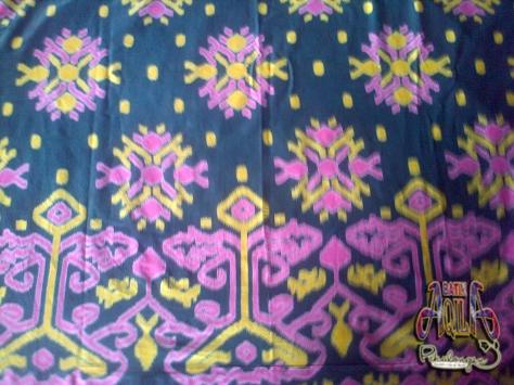 Kain Batik Motif Songket PRODUSEN BAJU Batik SERAGAM SEKOLAH, KANTOR, BATIK HAJI, BATIK PENGAJIAN, BATIK KELUARGA dibuat KHUSUS dengan teknologi TRADISIONAL BAIK kainya maupun designya. mempunyai kelebihan sbb: 1. Dibuat dengan teknik TRADISIONAL sehingga terjaga BATIKNYA dan pewarnaan Tahan lama. 2. BAHAN KATUN enak dipakai Dan Nyaman, adem Serta mudah menyerap keringat. Order hubungi: 085742125550 (indosat) 082221532131 (telkomsel), PIN: 2A687004 http://www.kaosbatikpekalongan.wordpress.com