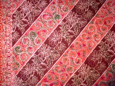 Kain Batik Tulis Kombinasi motif BUNGA LILY, bahan Katun yang adem dipakai, dibuat dengan menggunakan teknik tradisional. Batik Tulis dikombinasikan dengan batik Cap nan cantik dan Khas. www.kaosbatikpekalongan.wordpress.com, BATIK AQILA, pemesanan: 085742125550 (INDOSAT), 082221532131 (SIMPATI)
