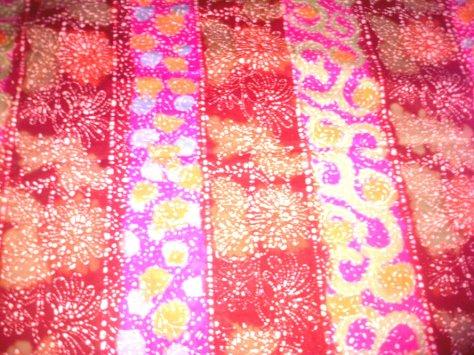 Kain Batik Tulis Kombinasi motif BUNGA LILI REMUKAN, bahan Katun yang adem dipakai, dibuat dengan menggunakan teknik tradisional. Batik Tulis dikombinasikan dengan batik Cap nan cantik dan Khas. www.kaosbatikpekalongan.wordpress.com, BATIK AQILA, pemesanan hubungi: 085742125550 (INDOSAT), 082221532131 (SIMPATI)