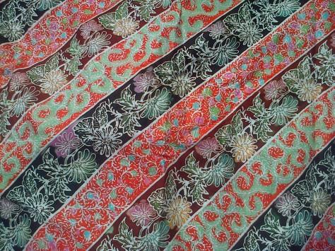 Kain Batik Tulis Kombinasi motif BUNGA LILY, bahan Katun yang adem dipakai, dibuat dengan menggunakan teknik tradisional. Batik Tulis dikombinasikan dengan batik Cap nan cantik dan Khas. www.kaosbatikpekalongan.wordpress.com, BATIK AQILA, pemesanan hubungi: 085742125550 (INDOSAT), 082221532131 (SIMPATI)